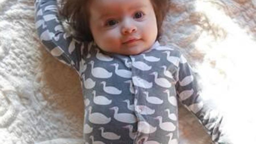 Baby Mit Vielen Haaren Geboren