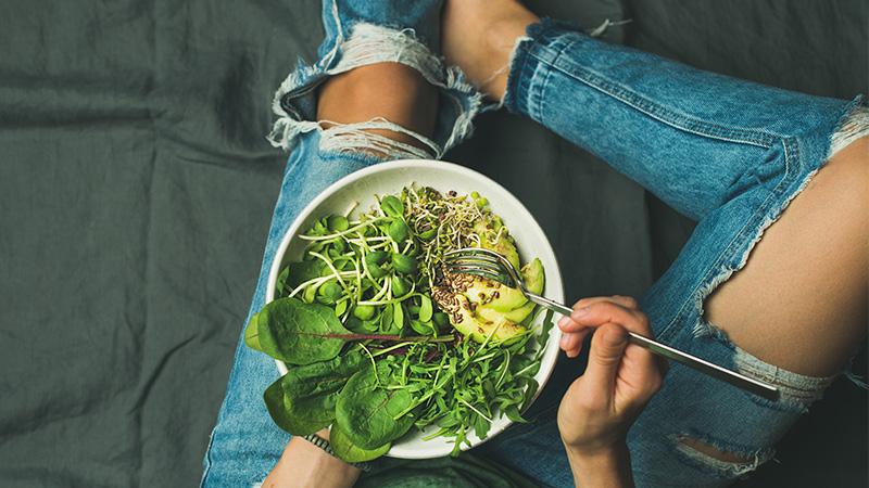Sommerliche Salatrezepten: So kommst du gesund und ausgewogen durch den Sommer