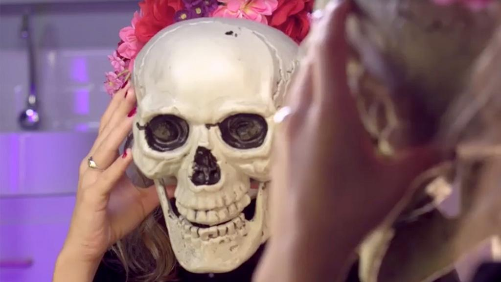 Halloween: Schritt für Schritt zum perfekten Grusel-Make-up mit einem Touch Glamour