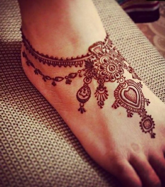 henna tattoo die 20 sch nsten tattoo ideen f r hand arm fu und r cken. Black Bedroom Furniture Sets. Home Design Ideas