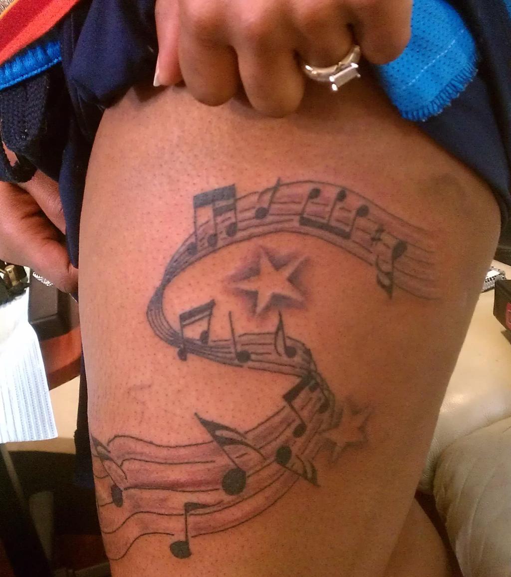 musik tattoo 20 musikalische tattoo ideen zur inspiration. Black Bedroom Furniture Sets. Home Design Ideas