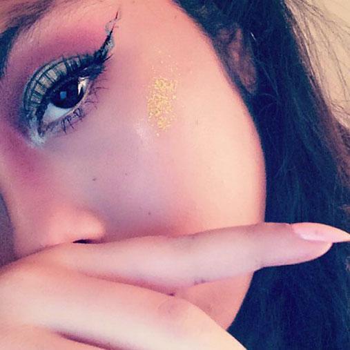 Der Helix-Eyeliner: Der neue Beauty-Trend auf Instagram!
