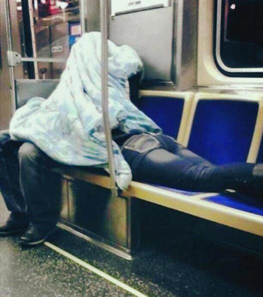 Paare, die sich vor Liebe in der Öffentlichkeit vergessen!