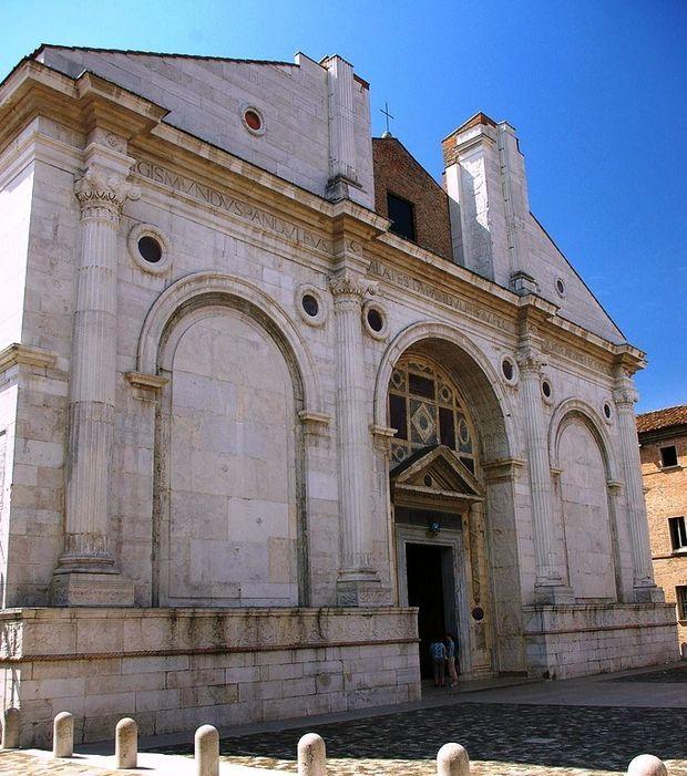 Der Tempio Malatestiano, die Kathedralkirche der italienischen Stadt Rimini, in Bildern