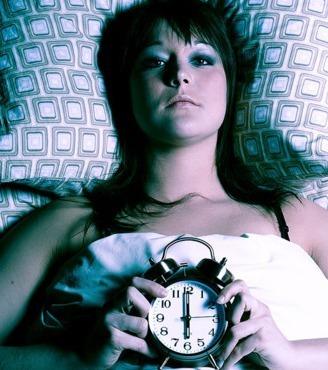 sie qu lt sich jeden morgen aus dem bett doch dank diesem trick kann sie viel besser wach werden. Black Bedroom Furniture Sets. Home Design Ideas