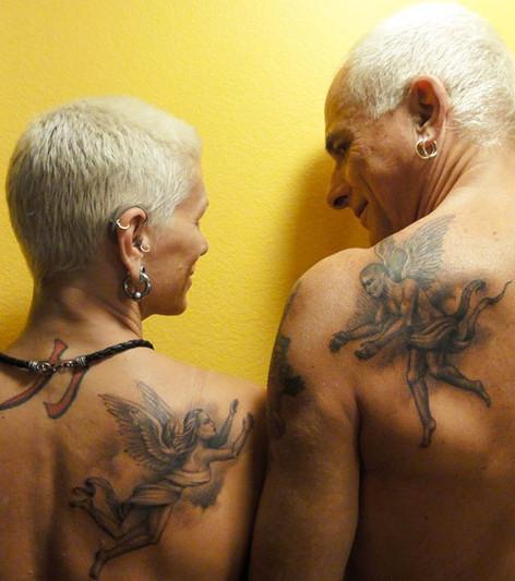 Tattoos im Alter: 20 Beweise, dass Tattoos auch im Alter