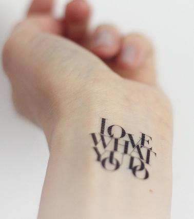 Schrift-Tattoo: 20 Tattoo-Ideen für Schriftzüge