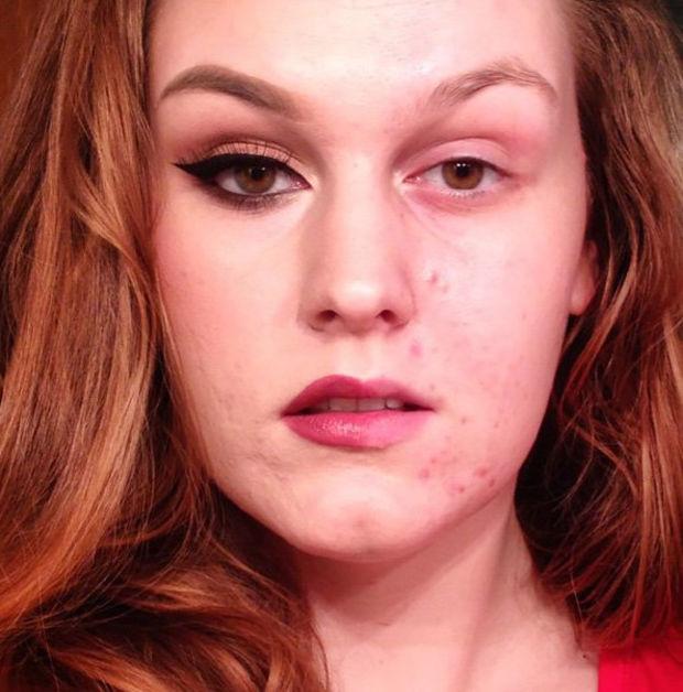 Die eine Hälfte des Gesichts geschminkt, die andere nicht