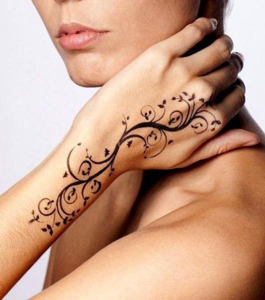 falsches tattoo 20 tattoo ideen f r echt wirkende fake tattoos. Black Bedroom Furniture Sets. Home Design Ideas
