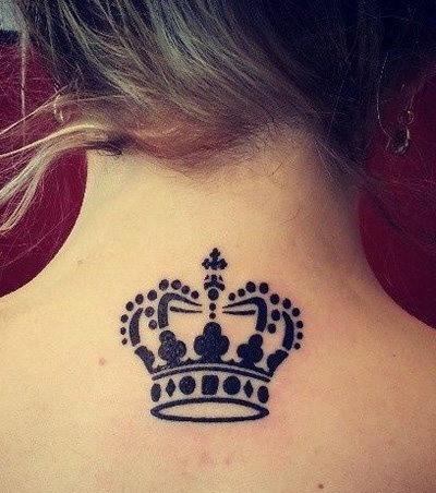 Kronen-Tattoo: 20 Tattoo-Ideen für Frauen