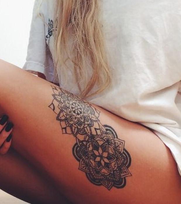 oberschenkel tattoo 20 feminine tattoo vorlagen. Black Bedroom Furniture Sets. Home Design Ideas