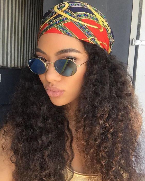 Der Trend im Sommer: So schön kann man Haare mit Tüchern und Schals stylen