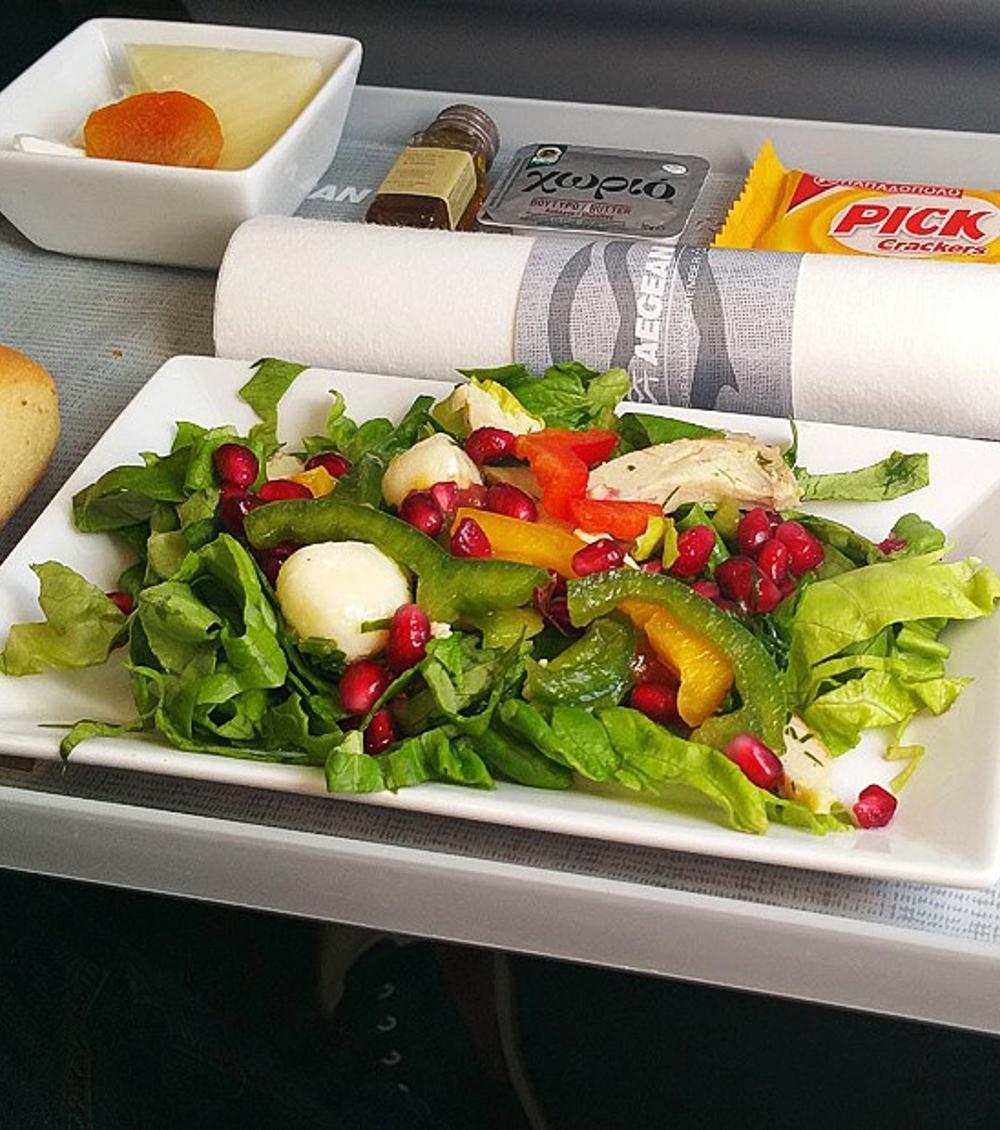 Essen im Flugzeug - Nikos Loukas macht den Härtetest