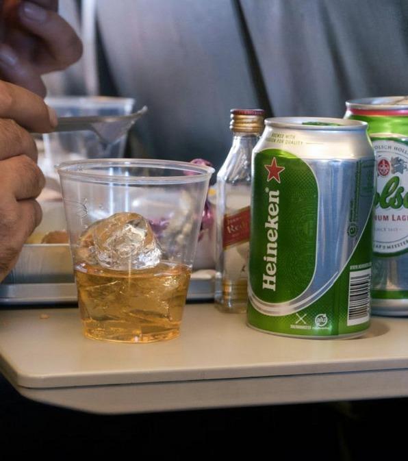 Langstreckenflug? Wir haben neun Tipps für einen erholsamen Schlaf im Flugzeug!