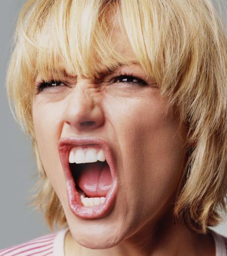Vor Wut schreien: Wie dein Sternzeichen in Rage gerät