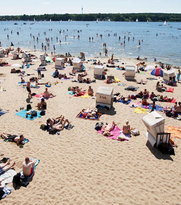 Wannsee, Berlin: Über diesen See sang sogar Conny Froboess schon vor 60 Jahren und noch immer ist dieser ein beliebtes Ziel. Heute steht der See unter Denkmalschutz und wird für jede Altersgruppe zum Vergnügen