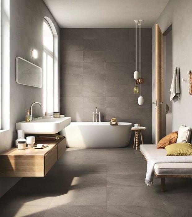 Spa-Badezimmer: Stelle eine Bank oder einen Sessel in dein Bad