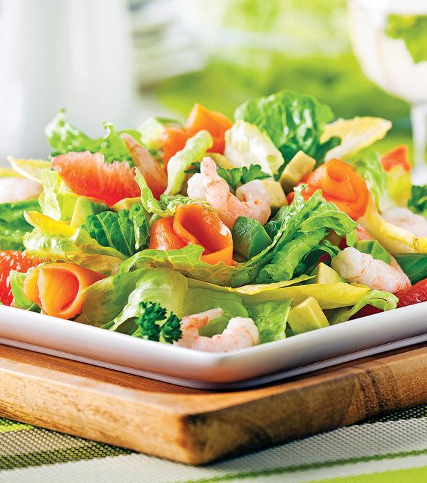 Lachssalat mit Shrimps und Zitrusfrüchten