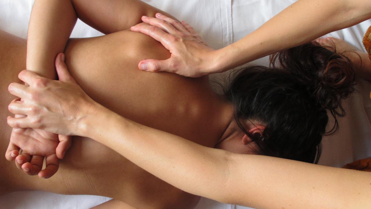 Erotische Massage: Alle Tipps für eine gelungene Tantra-Massage