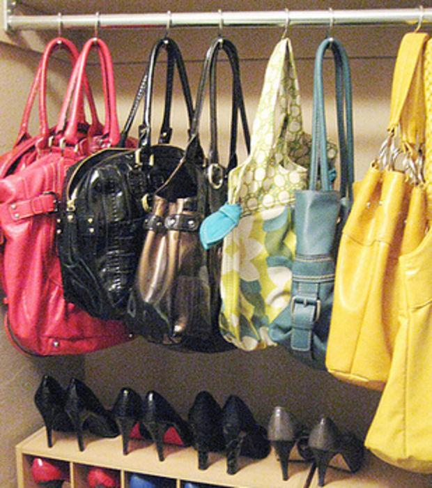 Hängen Sie Ihre Handtaschen im Schrank mit Duschvorhang-Ringen auf