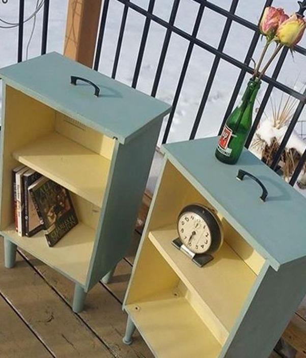 Umlackierte, alte Schubladen können mit Füßchen als schöne Beistelltischchen dienen