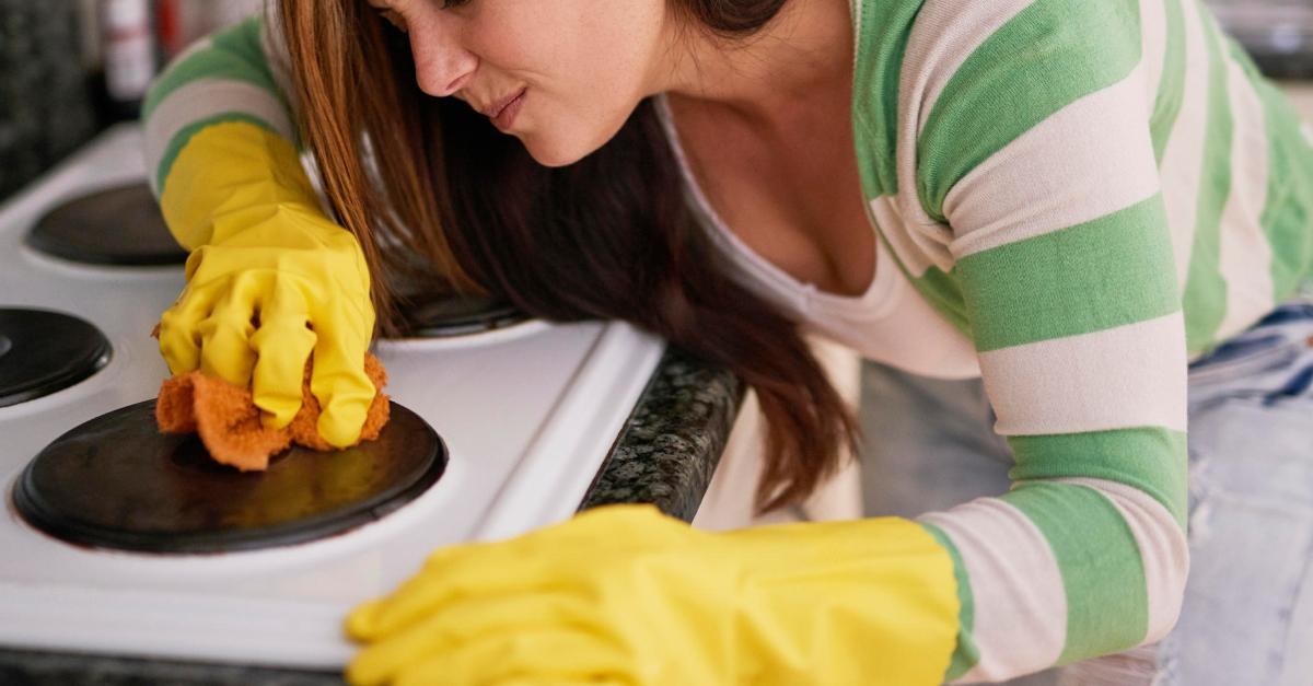 Mit diesem einfachen Mittel bringt sie ihre Küche zum Glänzen