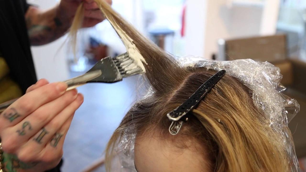Haare färben: 10 Tipps für die Farbwahl, das Färben und die Pflege