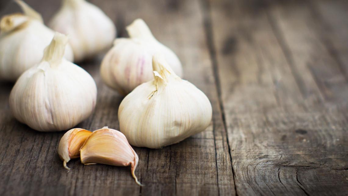Abnehmen mit Knoblauch: Mit diesen Tipps ist das Bauchfett schnell verschwunden
