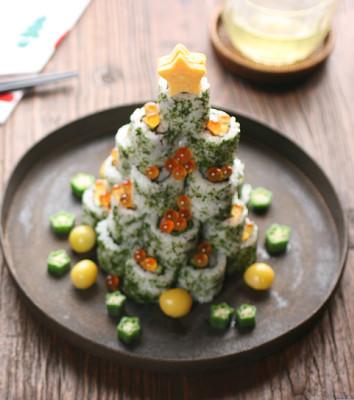 Weihnachtsbaum aus Sushi