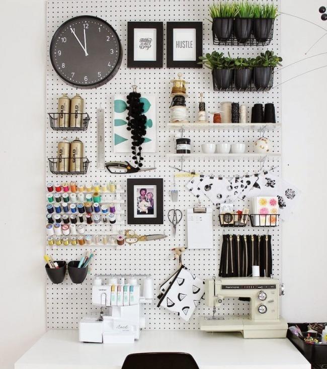 Mehr Stauraum schaffen: Benutzt eure Wände zum Aufhängen eurer Sachen