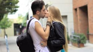 Wie man ein Mädchen zu bekommen, um Sie zu küssen, wenn Sie nicht von ihr Online asiatische Dating toronto