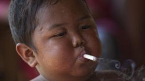 Mädchen rauchen Zigarette 2 Rauchen :