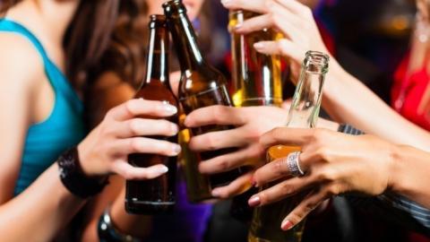 Du verträgst keinen Alkohol? Diese Symptome treten bei einer Alkoholallergie auf