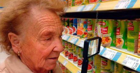 Fast blinde Rentnerin erhält Hausverbot bei Edeka. Der Grund ist empörend