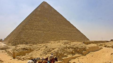 Ein mehr als 4.500 Jahre altes Schiff wurde am Fuße einer Pyramide in Ägypten entdeckt