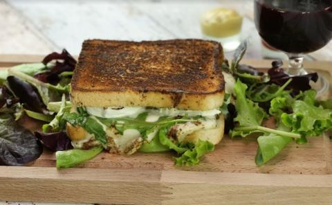 Sandwich mit Avocado-Füllung