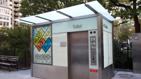 In New York werden Herrentoiletten mit einem neuen Service ausgestattet