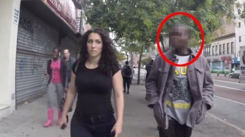 In New York setzt sich diese Frau der alltäglichen Belästigung auf der Straße aus. Mit allen Sprüchen hatte sie allerdings nicht gerechnet …