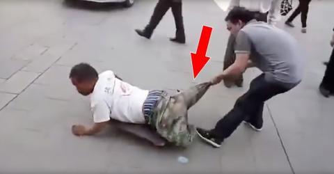 Er zieht dem beinlosen Mann an der Hose. Was dann passiert, verschlägt uns die Sprache!