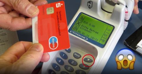 Sie bezahlt beim Shopping mit der Karte und merkt nicht, dass da etwas nicht stimmt...