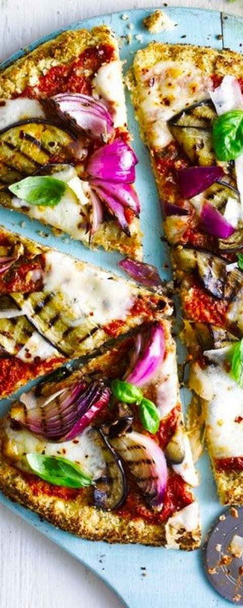 Rezept: Kalorienarme Pizza mit Blumenkohl und Merzer-Käse!