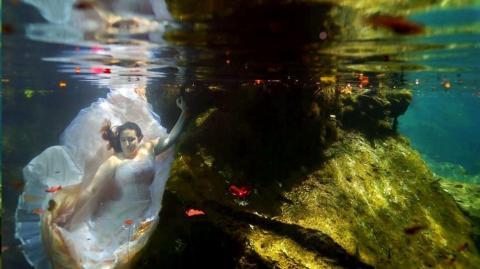 Die unglaubliche Geste einer Braut, die ihren Verlobten kurz vor der Hochzeit verliert...
