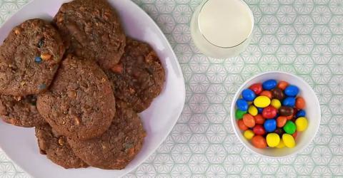 Schoko-MnM's-Cookies: Ein einfaches und leckeres Rezept für große und kleine Naschkatzen!