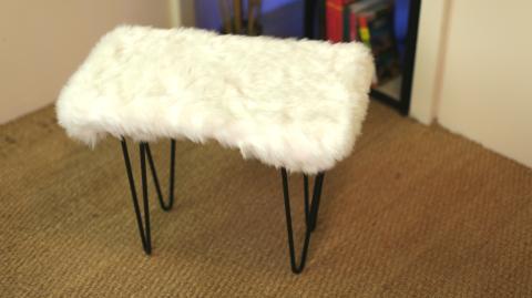 DIY: So einfach könnt ihr euch eine kuschelig warme Sitzbank machen
