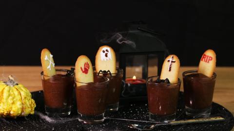 Mousse au Chocolat aus dem Jenseits: Ein gruselig leckeres Dessert für die Halloween-Party