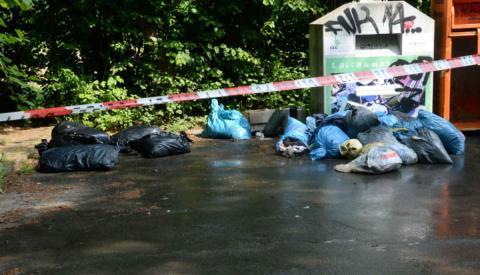 Aus Altkleider-Container fließt Blut: Polizei und Feuerwehr rücken 10 Minuten später an