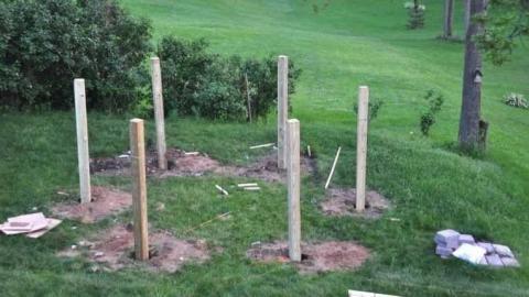 Entdeckt, was für eine geniale Idee ein Familienvater in seinem Garten umsetzt