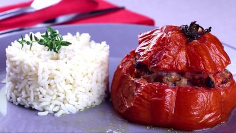 Gefüllte Tomaten mit Reis: Das super einfache Rezept zum beliebten Klassiker!