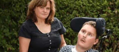 Wegen dieser elenden Ess-Wette sitzt er jetzt behindert im Rollstuhl