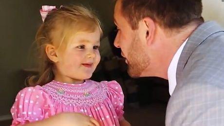 Dieser Vater wollte seiner Tochter zeigen, was ein gelungenes erstes Rendezvous ist.